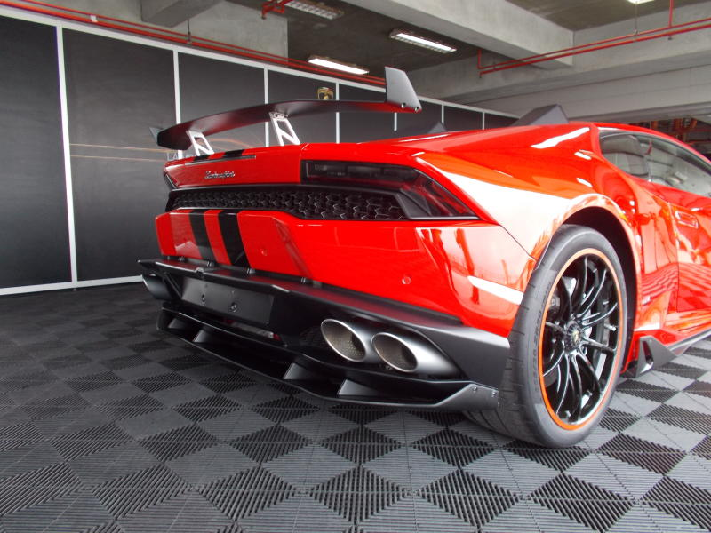 five reasons to buy the lamborghini huracan lp 580 2 carsifu. Black Bedroom Furniture Sets. Home Design Ideas