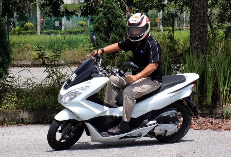 Honda PCX scooter ridden | CarSifu