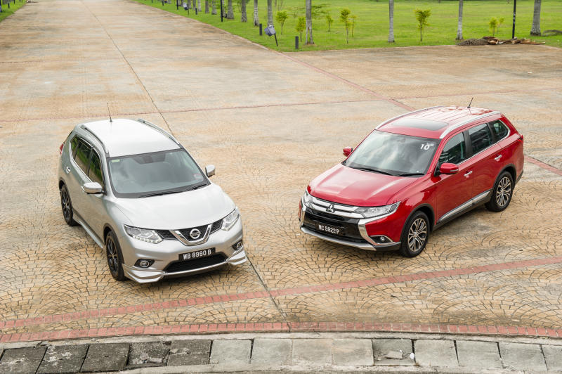 Nissan X-Trail 2.5L Impul edition and Mitsubishi Outlander (red) - 04