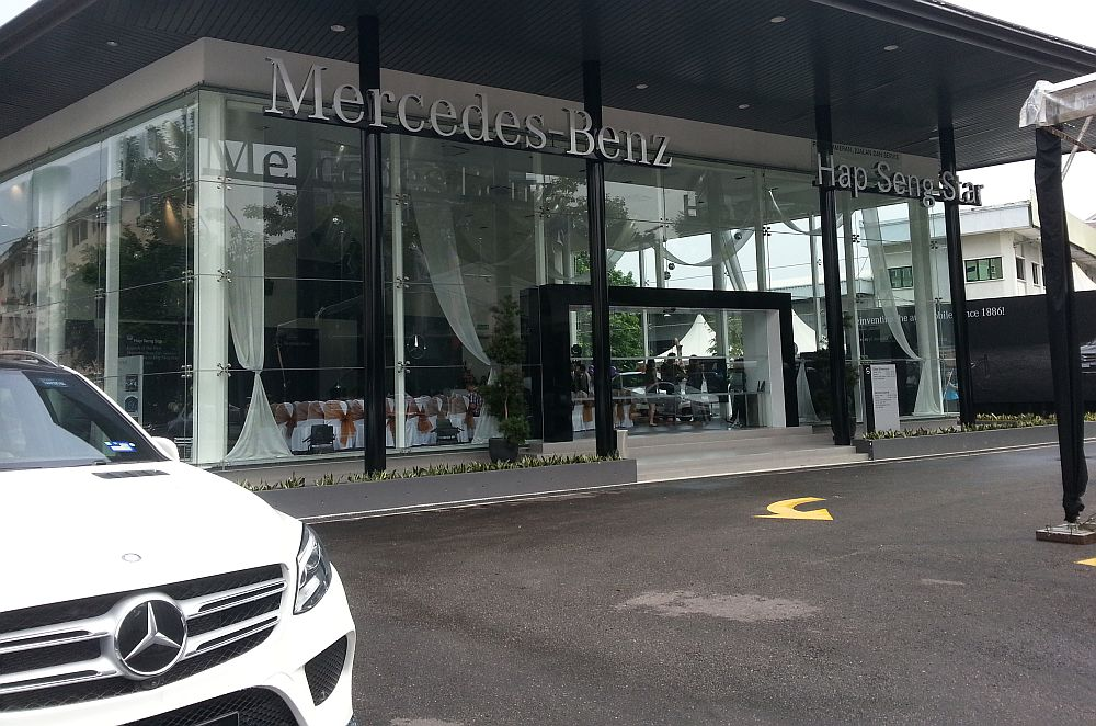 First mercedes benz city service opens in kl carsifu for Mercedes benz south atlanta service