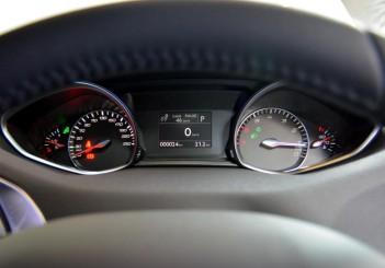 Peugeot 408 e-THP (2)