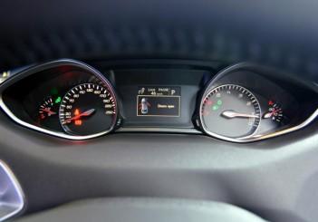 Peugeot 408 e-THP (22)