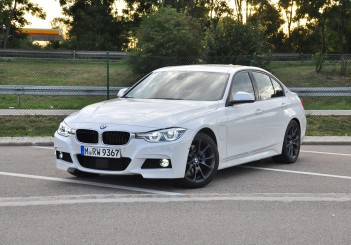 BMW 330e iPerformance - 12