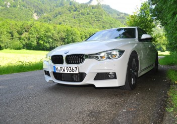 BMW 330e iPerformance - 28