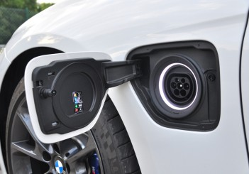 BMW 330e iPerformance - 31