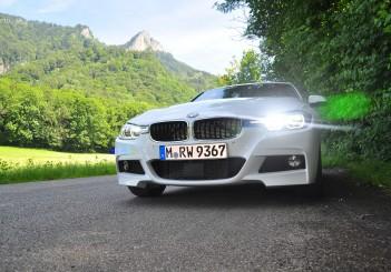 BMW 330e iPerformance - 32