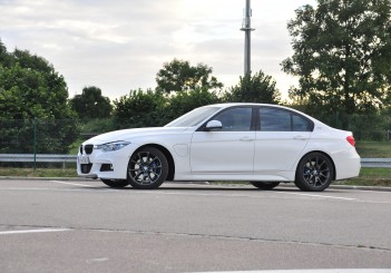 BMW 330e iPerformance - 43