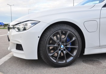 BMW 330e iPerformance - 49