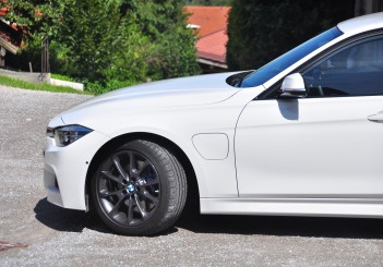 BMW 330e iPerformance - 50