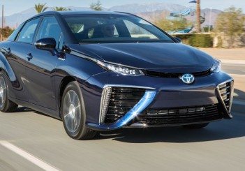 020715toy_2016_Toyota_Fuel_Cell_Vehicle_041_Mirai