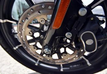 Harley-Davidson Iron 883 - 10