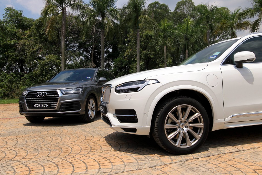 Shoot panning/moving shots and still photos of Audi Q7 and Volvo XC90 .- Art Chen/ The Star.