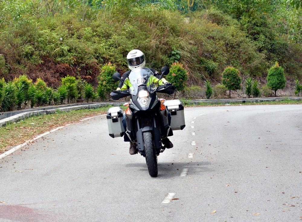 Motion shots for Carsifu, Motoring contributor Nachi to ride test bike KTM 1050cc