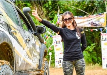 Malaysia Motorsports Athlete, Leona Chin participating for Team Mitsubishi Triton in the Borneo Safari (1)