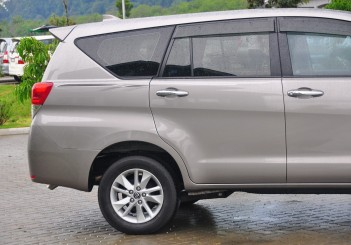 Toyota Innova 2.0G - 08