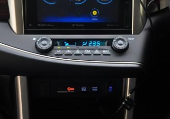 Toyota Innova 2.0G - 23
