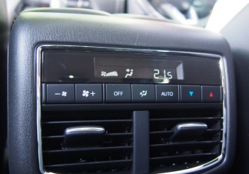 Second-row air-cond vents