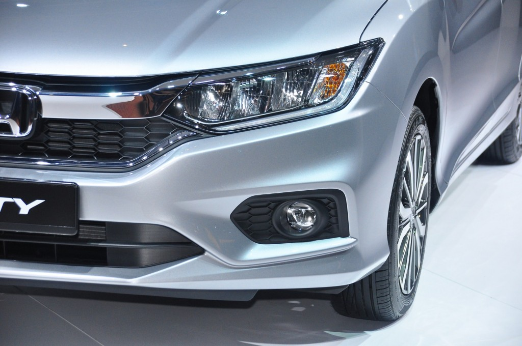 Led Light For Car Headlight >> Honda City V versus Toyota Vios G - which is the winner? | CarSifu