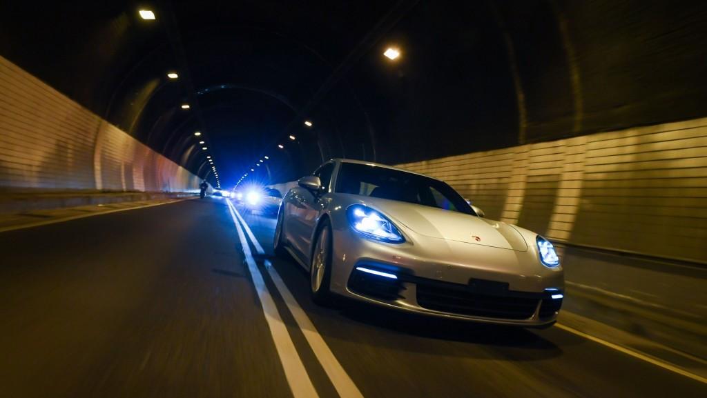 Porsche Panamera 4S - 04