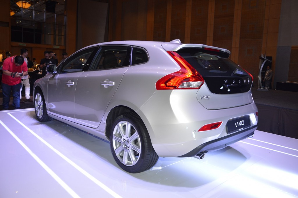 volvo v40 t5 inscription launched at rm180 888 carsifu. Black Bedroom Furniture Sets. Home Design Ideas