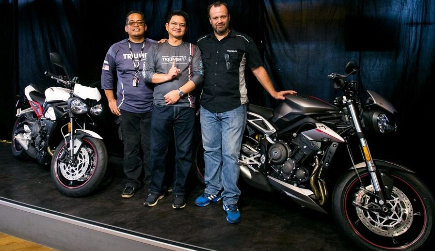(L-R) Fast Bikes Sales Mngr Aries Raphael, COO Dato' Razak Al-Malique an...