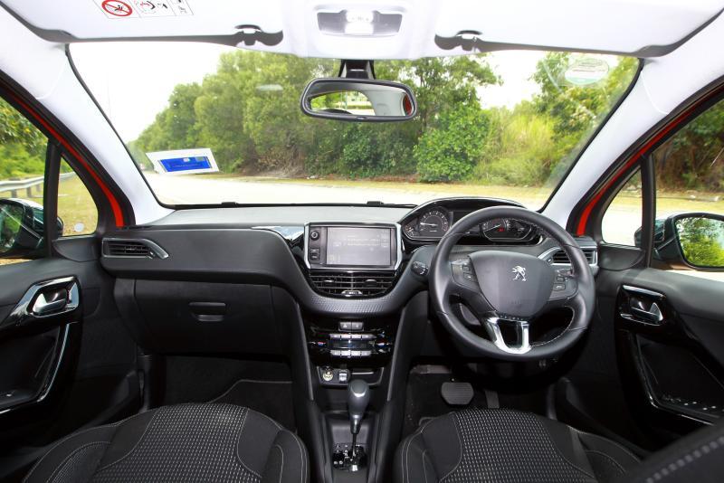 Peugeot 208 Puretech Carsifu (1)