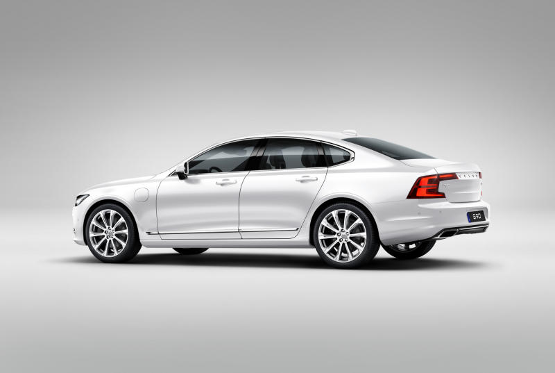 Volvo S90 T8 Twin Engine Plug-in Hybrid Electric Vehicle - 02