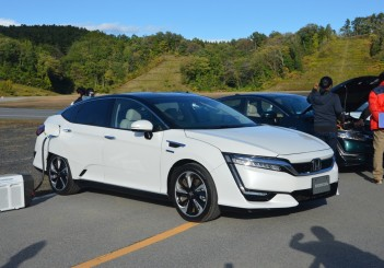 2017 Honda Clarity Fuel Cell Carsifu (21)