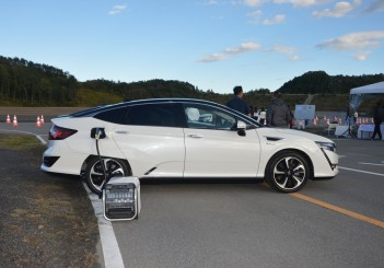 2017 Honda Clarity Fuel Cell Carsifu (23)