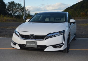 2017 Honda Clarity Fuel Cell Carsifu (25)