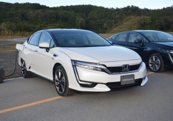 2017 Honda Clarity Fuel Cell Carsifu (26)