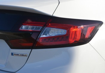 2017 Honda Clarity Fuel Cell Carsifu (4)