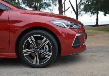 2017 Hyundai Elantra Sport turbo Carsifu (12)