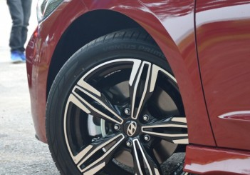 2017 Hyundai Elantra Sport turbo Carsifu (17)