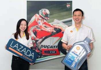 Shell-Lazada MotoGP promo - Shell Advance brand manager Cheong Su Lin (L) and Shell Lubes marketing manager Alex Lim