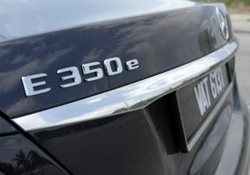 2017 Mercedes-Benz E 350 e (AMG Line) (3)