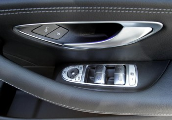 2017 Mercedes-Benz E 350 e (AMG Line) (32)