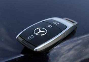 2017 Mercedes-Benz E 350 e (AMG Line) (40)