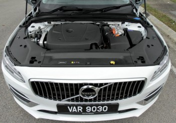 2017 Volvo S90 T8 Twin Engine AWD (Inscription) (37)