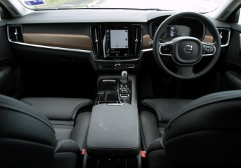 2017 Volvo S90 T8 Twin Engine AWD (Inscription) (43)