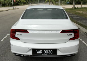 2017 Volvo S90 T8 Twin Engine AWD (Inscription) (44)