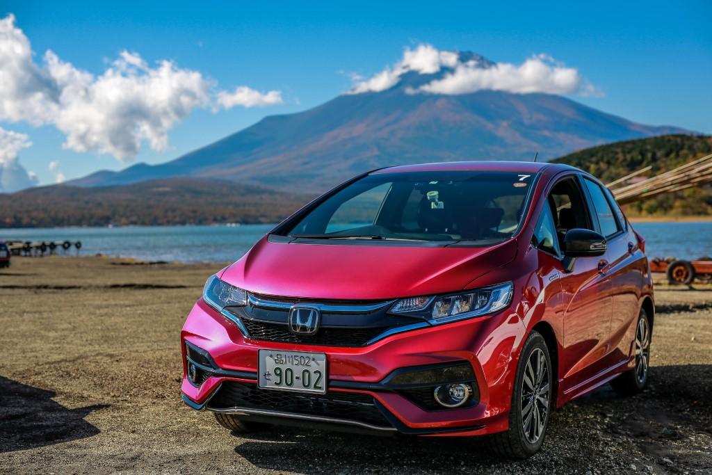 Driving Honda Sport Hybrid I DCD Cars In Japan