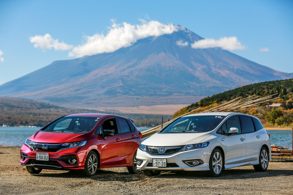 Test drive of Honda cars with the Sport Hybrid i-DCD powertrain; the Honda Fit (Jazz equivalent here) on the left, and the Jade. At Lake Yamanaka, near Mount Fuji.