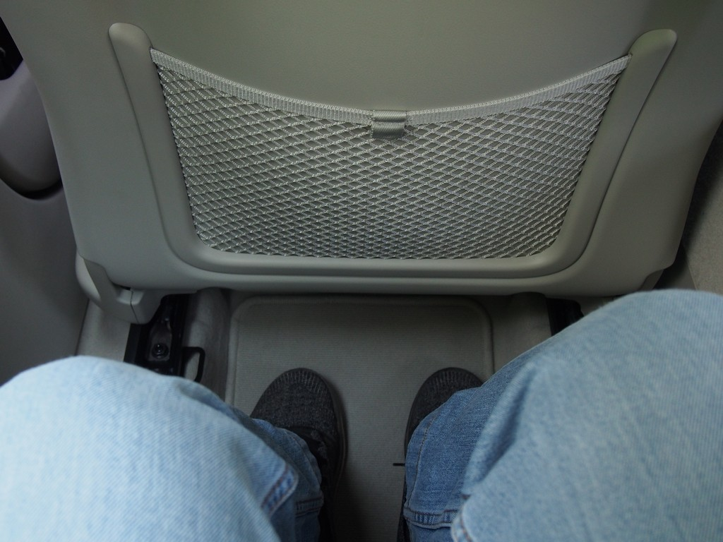 This is how much legroom there is in the rear benc seat for a 178-cm tall man.