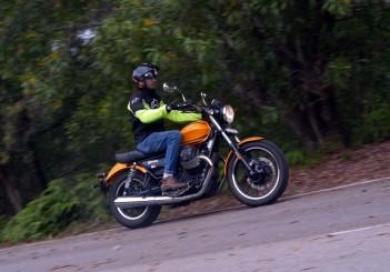 Moto Guzzi V9 Roamer (10)