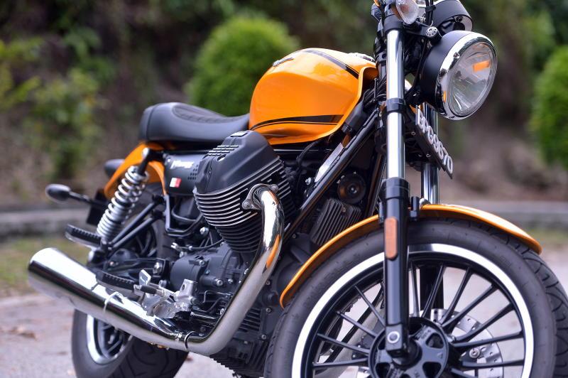 moto guzzi v9 roamer gaining more traction carsifu. Black Bedroom Furniture Sets. Home Design Ideas