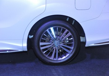 Honda Odyssey with Honda Sensing - 12