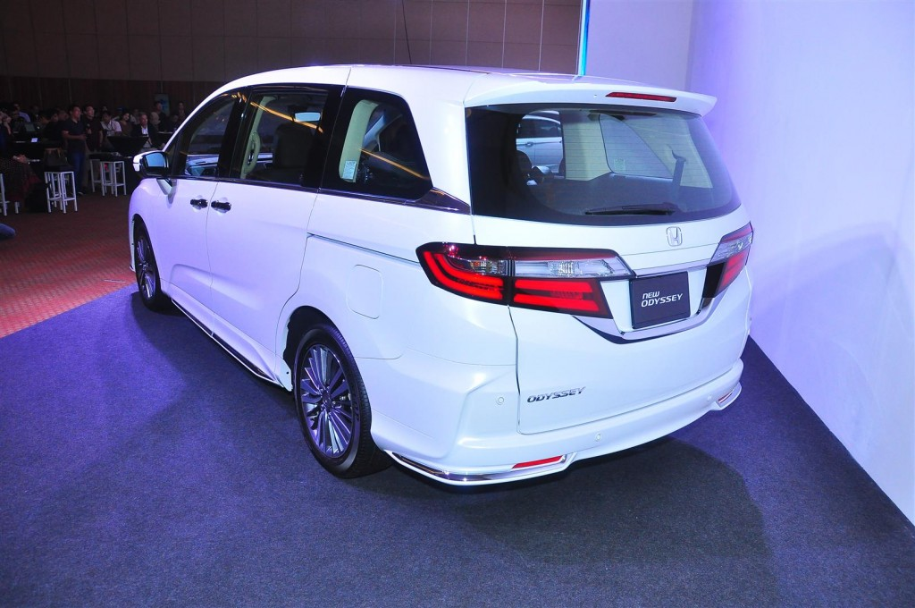 Honda Odyssey with Honda Sensing - 13
