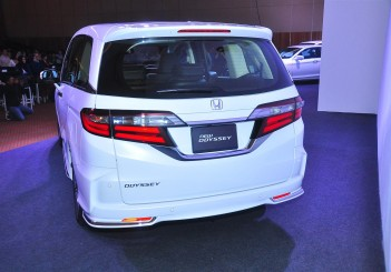 Honda Odyssey with Honda Sensing - 14
