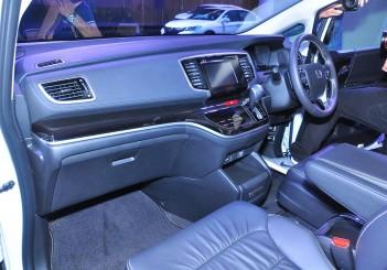 Honda Odyssey with Honda Sensing - 16